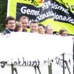 """Gemeinsam gegen Rechts """"Magdeburg ist bunt nicht braun"""" - Burkhard Lischka und Andreas Budde (Bildmitte)"""