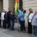 """CSD 2012 """"Für Akzeptanz gegen Homophobie"""" - Hissen der Regenbogenfahne am Magdeburger Rathaus"""