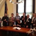 Anlässlich der 25jährigen Städtepartnerschaft mit Braunschweig trug sich die Bürgermeisterin unserer Partnerstadt Cornelia Rohse-Paul in das Goldene Buch der Landeshauptstadt Magdeburg ein