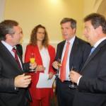 Stadtrat und langjähriges Mitglied des Deutsch-Amerikanischen Dialogzentrums Olaf Czogalla (links) gehörte zu den Gratulanten