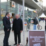 Stadtrat Jens Rösler (links) im Gespräch