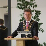 Oberbürgermeister Dr. Lutz Trümper hält die Laudatio