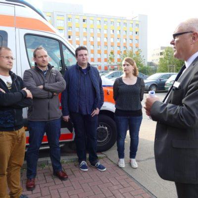 von links: Herr Boxhorn (Leiter der Rettungswache), Dr. Falko Grube, Denny Hitzeroth, Sara Schulze und Klinikchef Knut Förster
